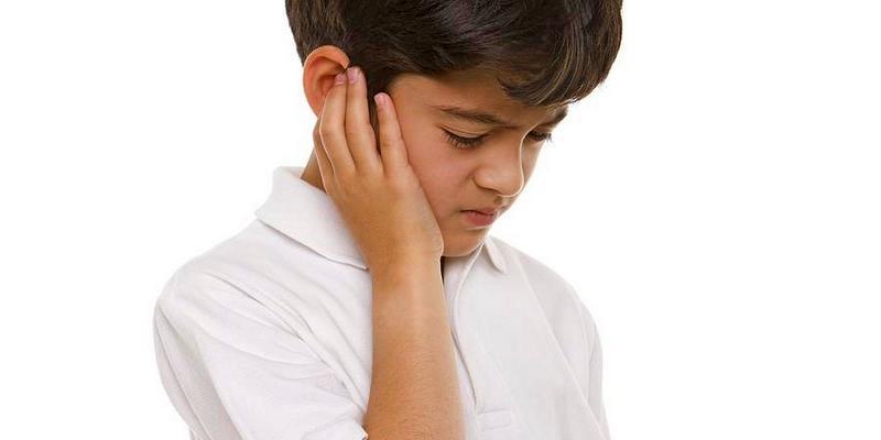 Telinga Kanan Terasa Sakit
